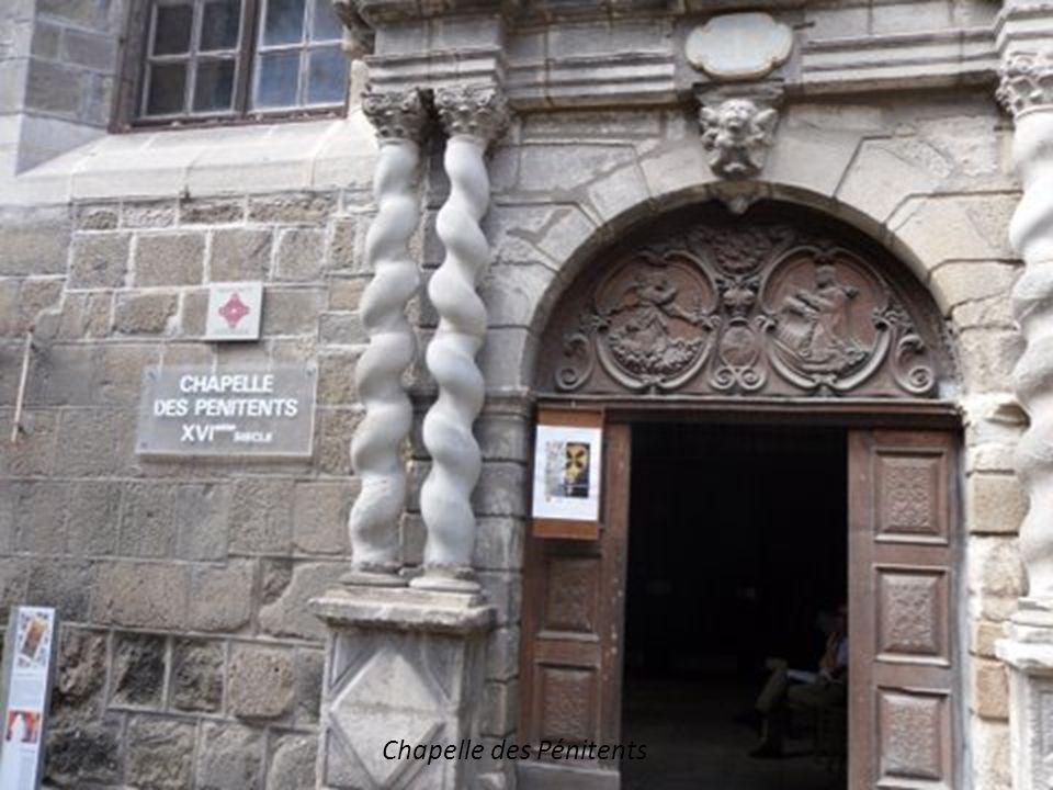 Les tours de la Cathédrale, vue depuis le Cloitre.