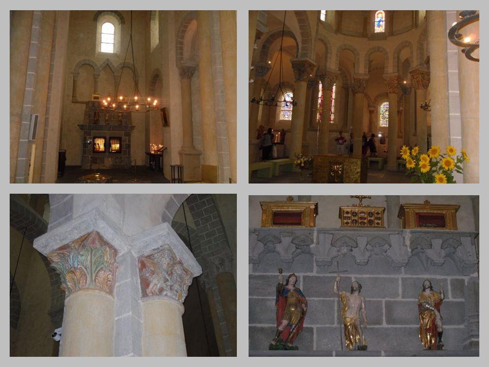 Eglise romane de SAINT NECTAIRE Intérieur avec chapiteaux, chœur, transepts et narthex