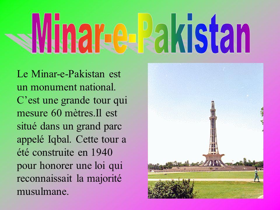Le Minar-e-Pakistan est un monument national.