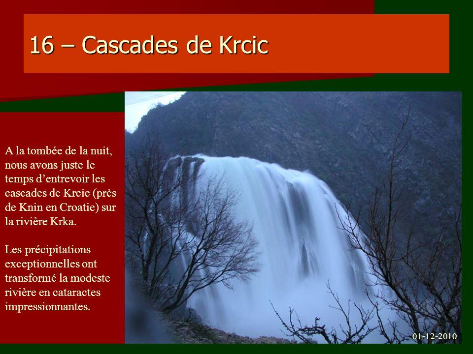 16 – Cascades de Krcic A la tombée de la nuit, nous avons juste le temps dentrevoir les cascades de Krcic (près de Knin en Croatie) sur la rivière Krk
