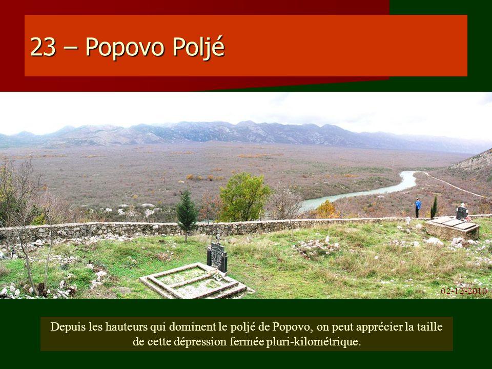23 – Popovo Poljé Depuis les hauteurs qui dominent le poljé de Popovo, on peut apprécier la taille de cette dépression fermée pluri-kilométrique. 02-1