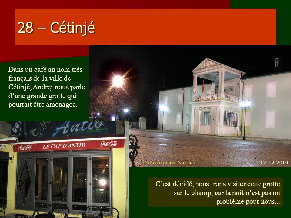 28 – Cétinjé Dans un café au nom très français de la ville de Cétinjé, Andrej nous parle dune grande grotte qui pourrait être aménagée. Musée du roi N