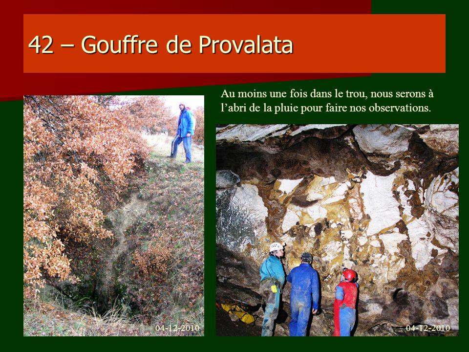 42 – Gouffre de Provalata Au moins une fois dans le trou, nous serons à labri de la pluie pour faire nos observations. 04-12-2010