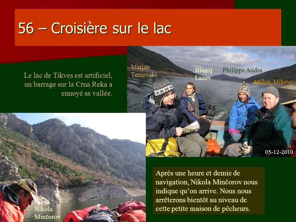 56 – Croisière sur le lac Après une heure et demie de navigation, Nikola Minčorov nous indique quon arrive. Nous nous arrêterons bientôt au niveau de