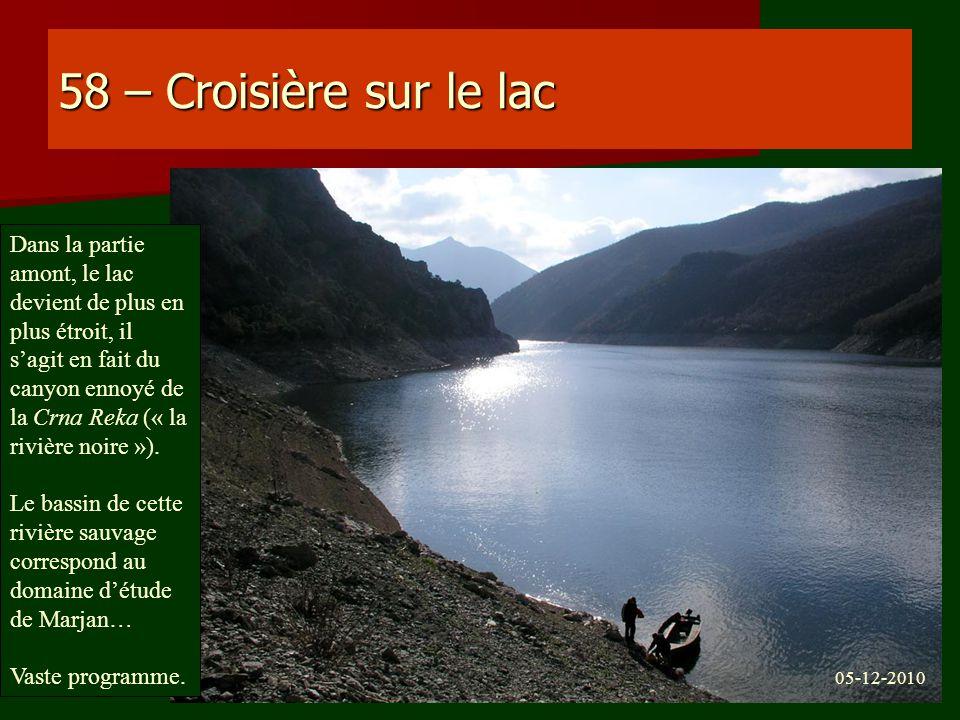 58 – Croisière sur le lac Dans la partie amont, le lac devient de plus en plus étroit, il sagit en fait du canyon ennoyé de la Crna Reka (« la rivière