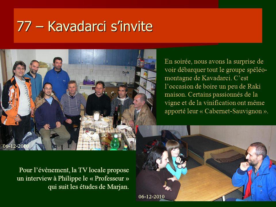 77 – Kavadarci sinvite En soirée, nous avons la surprise de voir débarquer tout le groupe spéléo- montagne de Kavadarci. Cest loccasion de boire un pe