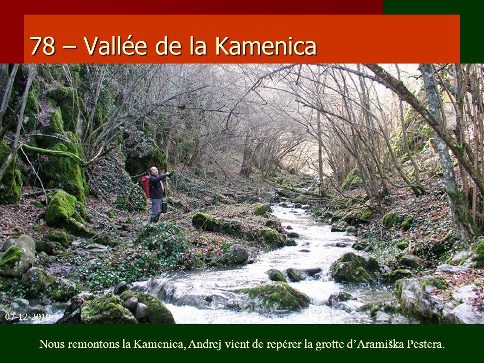 78 – Vallée de la Kamenica Nous remontons la Kamenica, Andrej vient de repérer la grotte dAramiška Pestera. 07-12-2010