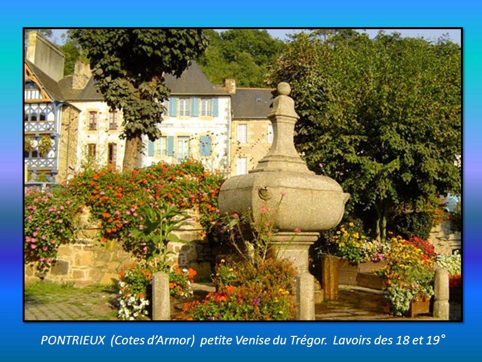 PONT CROIX (Finistère) Eglise Notre Dame de Roscuden, ruelles pavées, Chapelle Saint Vincent, maisons anciennes.