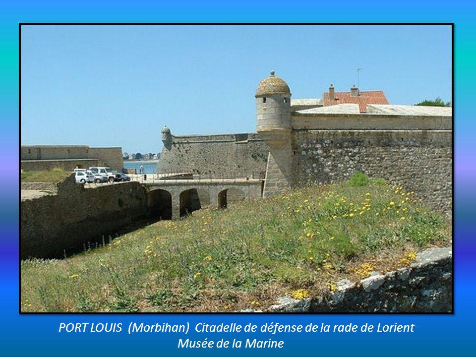 PORT LAUNAY (Finistère) au débouché du canal de Nantes à Brest