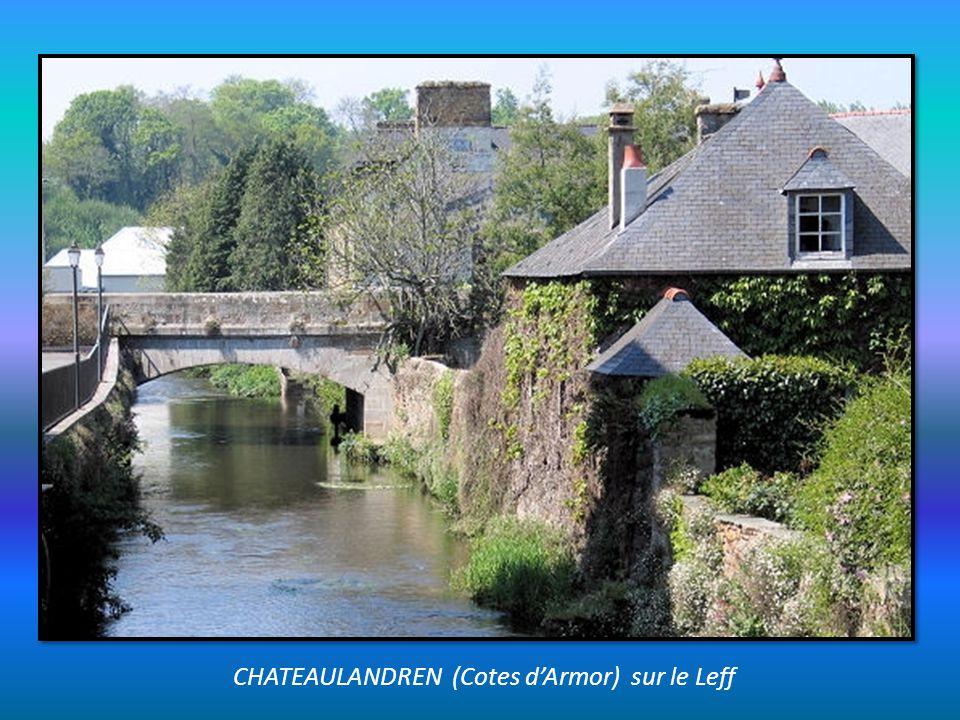 CHATEAUGIRON (Ille et Vilaine) à 15kms de Rennes. Château et, grand étang la Glaume.