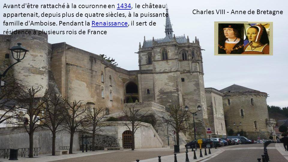 Le château d'Amboise surplombe la Loire à Amboise dans le département d'Indre-et-Loire. Il fait partie des châteaux de la Loire.