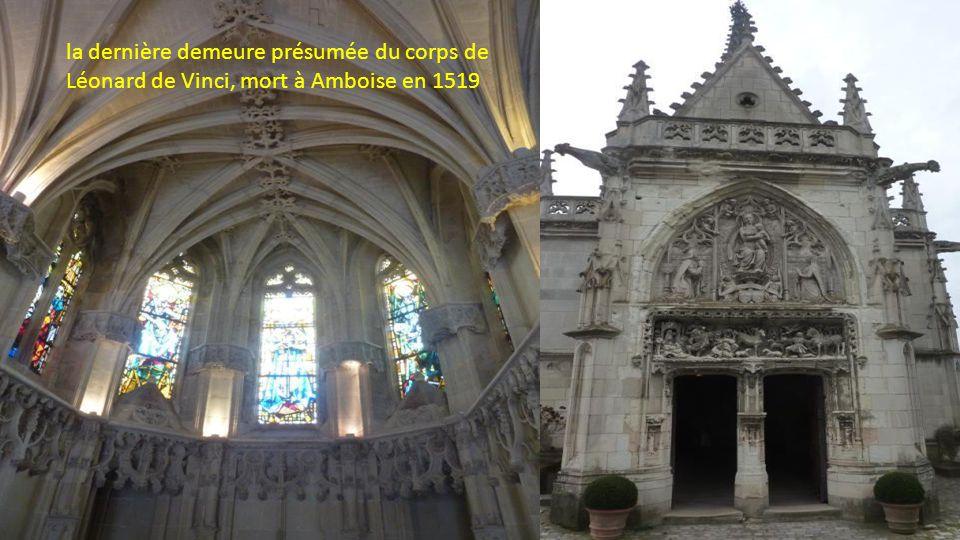 La chapelle Saint-Hubert fut édifiée et sculptée entre 1491 et 1496 par des artistes flamands dans le pur goût gothique flamboyant en pierre et craie