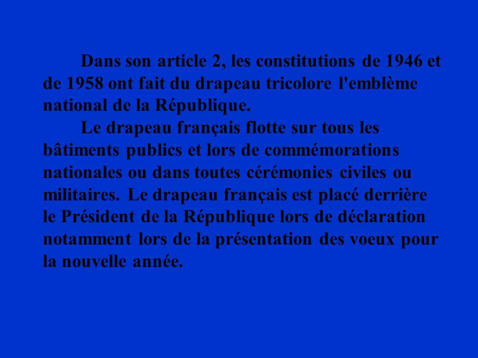 Dans son article 2, les constitutions de 1946 et de 1958 ont fait du drapeau tricolore l'emblème national de la République. Le drapeau français flotte