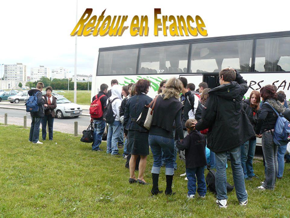 Petites photos de groupe avant le départ pour la France. Que de bon moment en tête…..