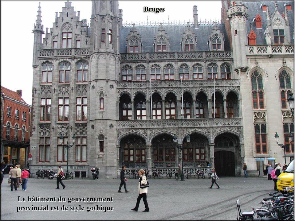 Le bâtiment du gouvernement provincial est de style gothique