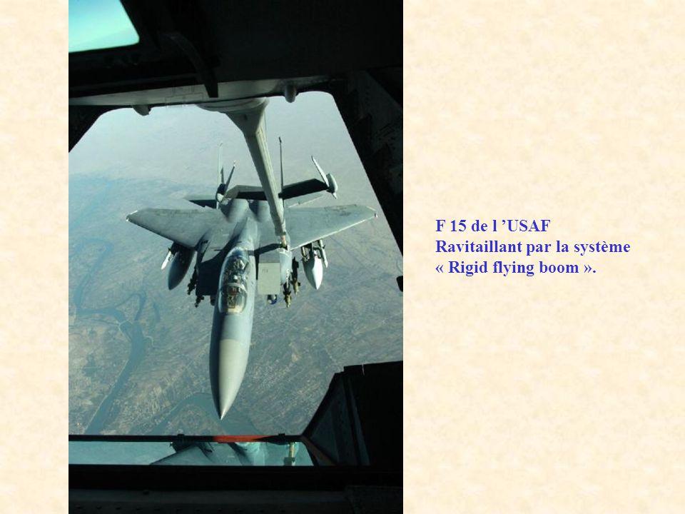 F 15 de l USAF Ravitaillant par la système « Rigid flying boom ».