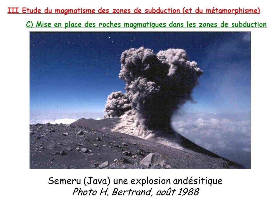 Semeru (Java) une explosion andésitique Photo H. Bertrand, août 1988 III Etude du magmatisme des zones de subduction (et du métamorphisme) C) Mise en