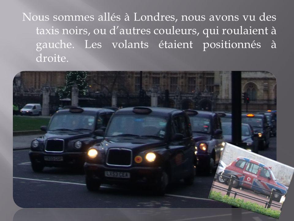 Nous sommes allés à Londres, nous avons vu des taxis noirs, ou dautres couleurs, qui roulaient à gauche. Les volants étaient positionnés à droite.