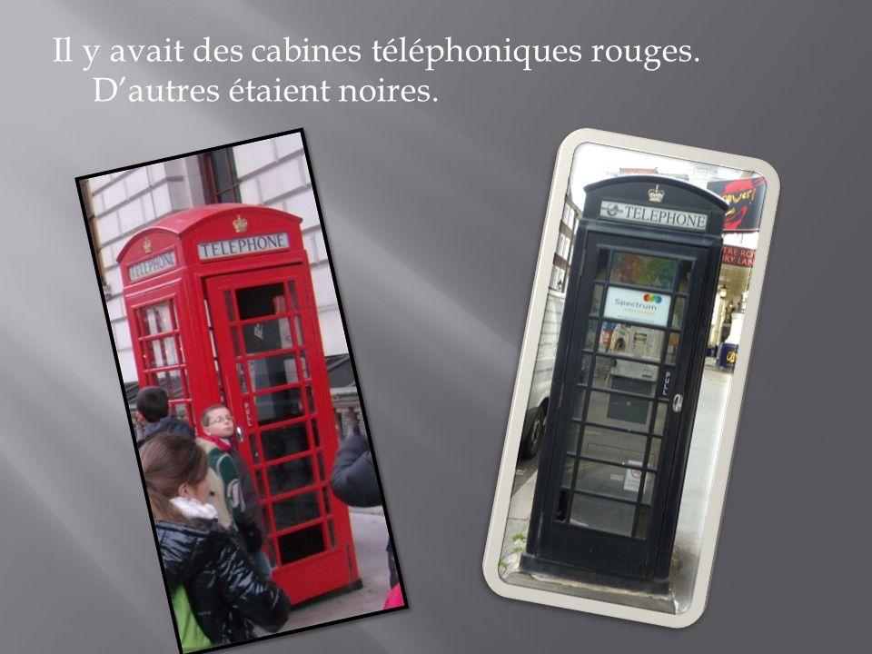 Il y avait des cabines téléphoniques rouges. Dautres étaient noires.