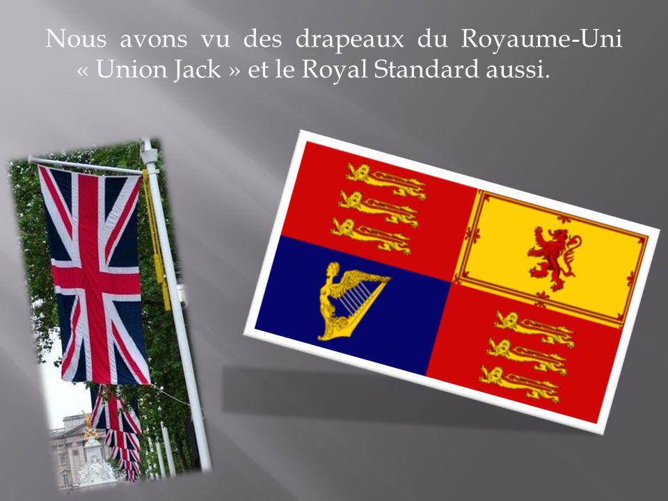 Nous avons vu des drapeaux du Royaume-Uni « Union Jack » et le Royal Standard aussi.