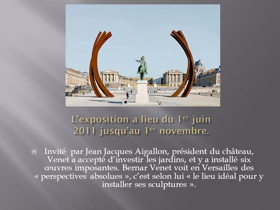 Invité par Jean Jacques Aigallon, président du château, Venet a accepté dinvestir les jardins, et y a installé six œuvres imposantes. Bernar Venet voi