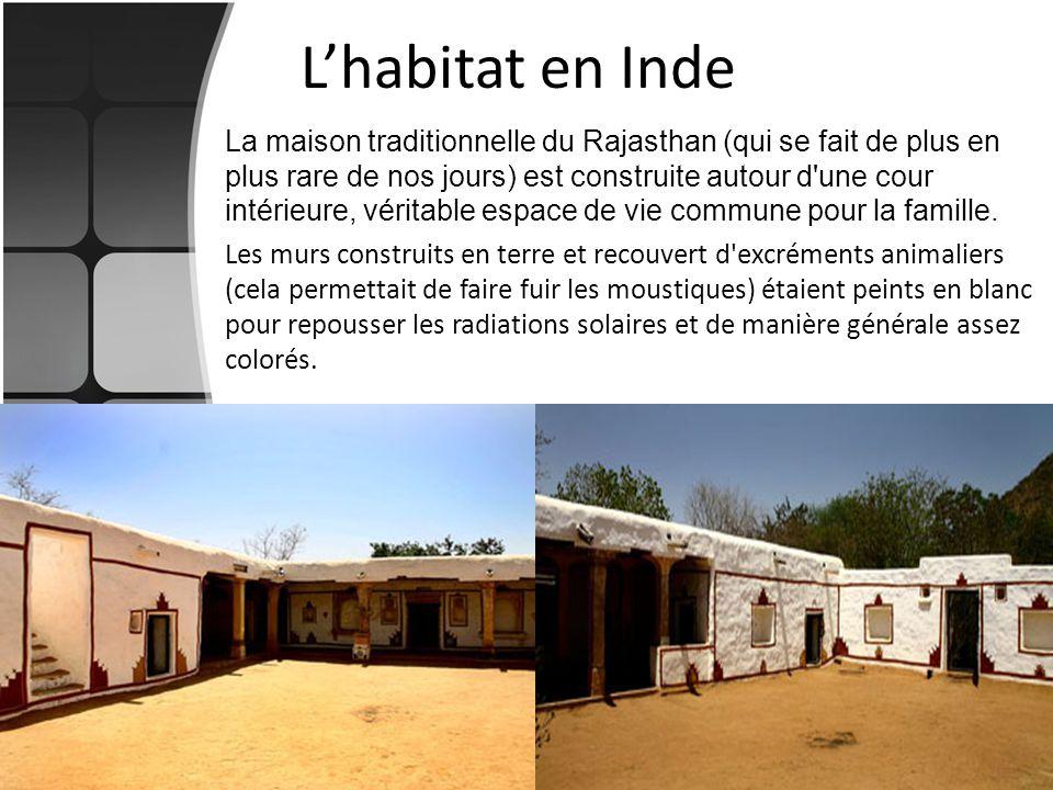 Lhabitat en Inde La maison traditionnelle du Rajasthan (qui se fait de plus en plus rare de nos jours) est construite autour d'une cour intérieure, vé