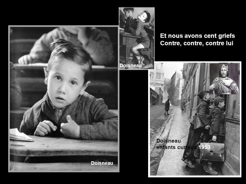 Ce fils de Pépin le Bref Nous donne beaucoup d´ennuis Doisneau pipi pigeon 1964 Doisneau