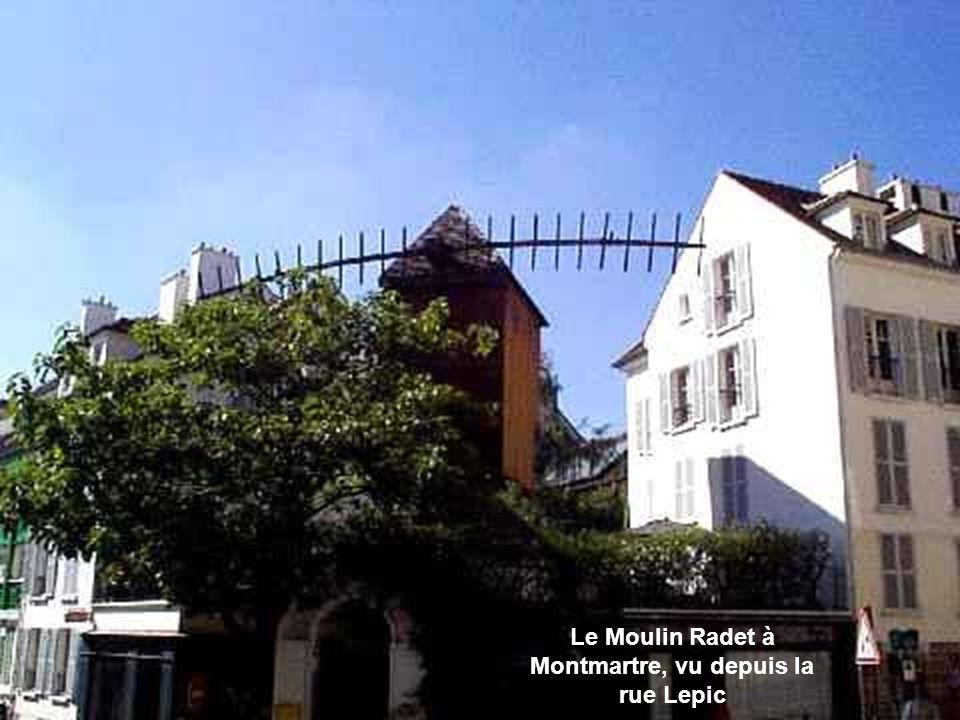 Les escaliers de Montmartre, parallèles au funiculaire