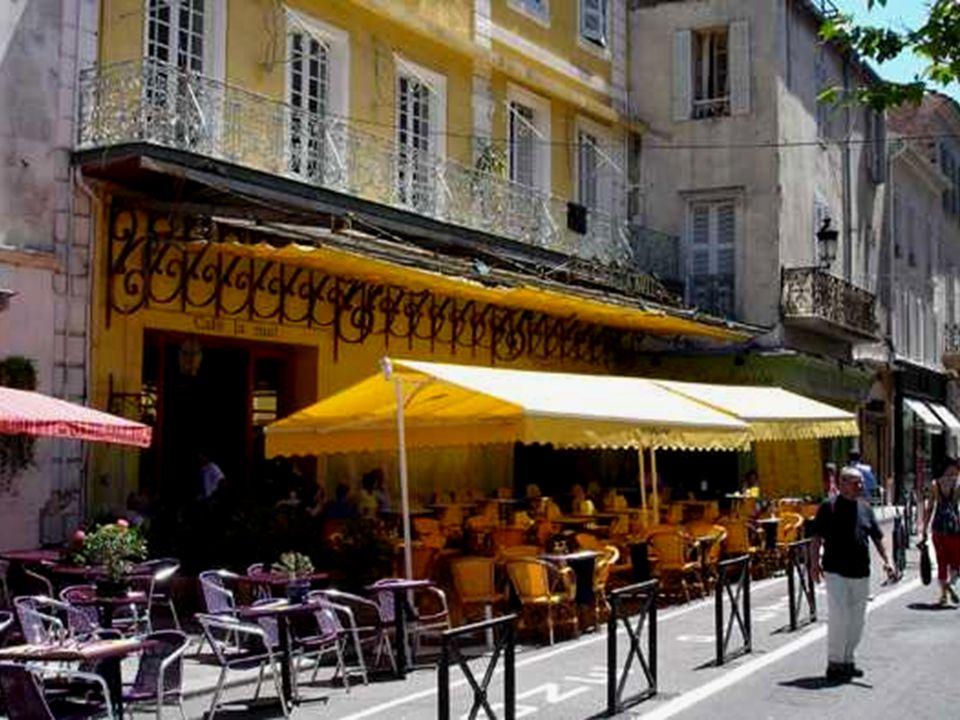 Le café de nuit à Arles par Van Gogh a assuré une rente à vie à son propriétaire actuel. On ne peut sempêcher à penser à Vincent, errant ici sous les