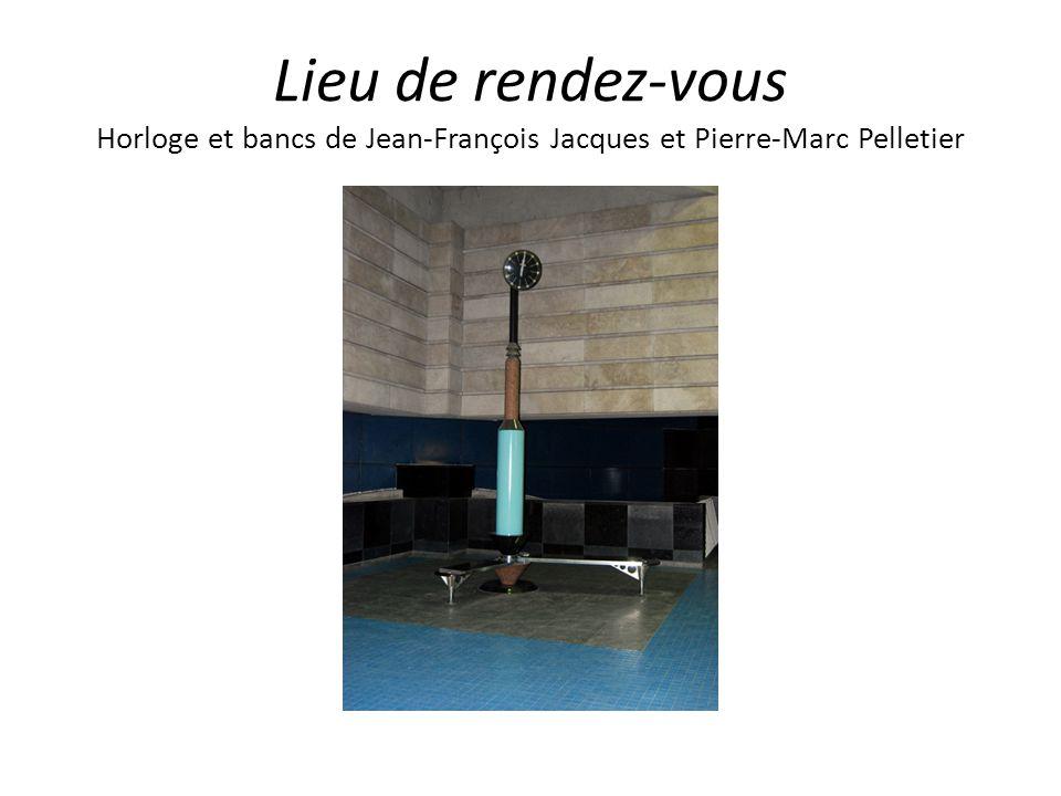 Lieu de rendez-vous Horloge et bancs de Jean-François Jacques et Pierre-Marc Pelletier