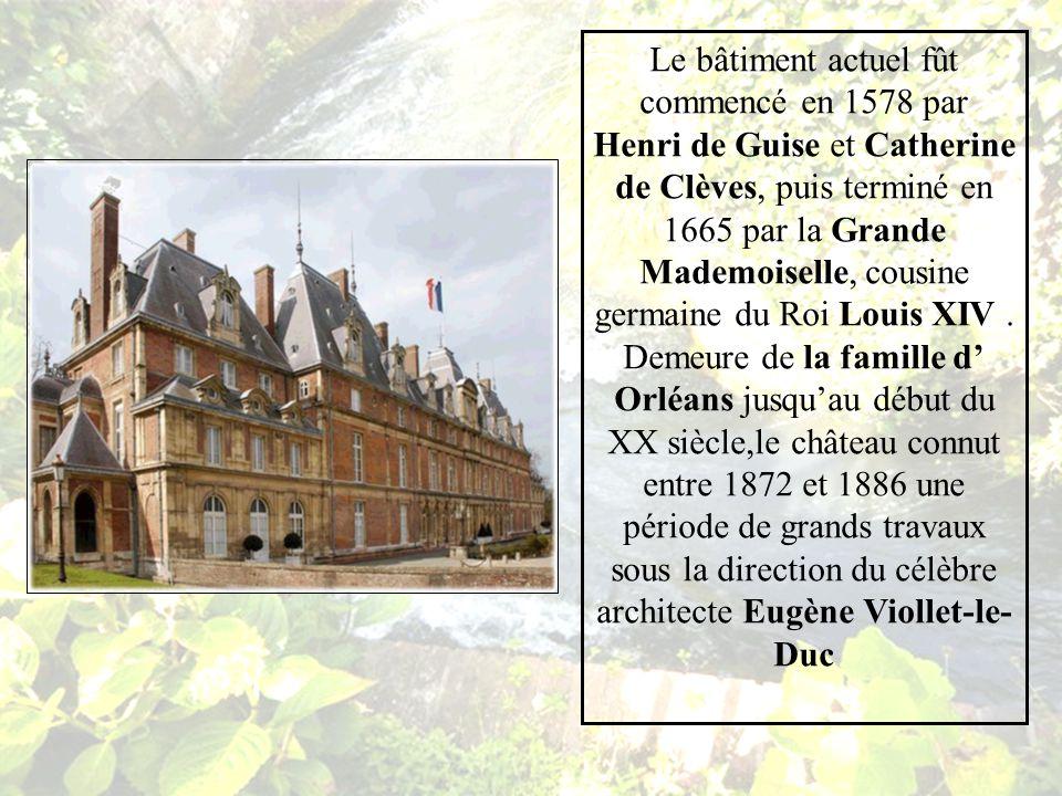 La ville d EU, Située en Normandie, tout au nord du département de Seine Maritime accueille le très beau Château dit de Louis Philippe, le musée qui lui est consacré et la Mairie.