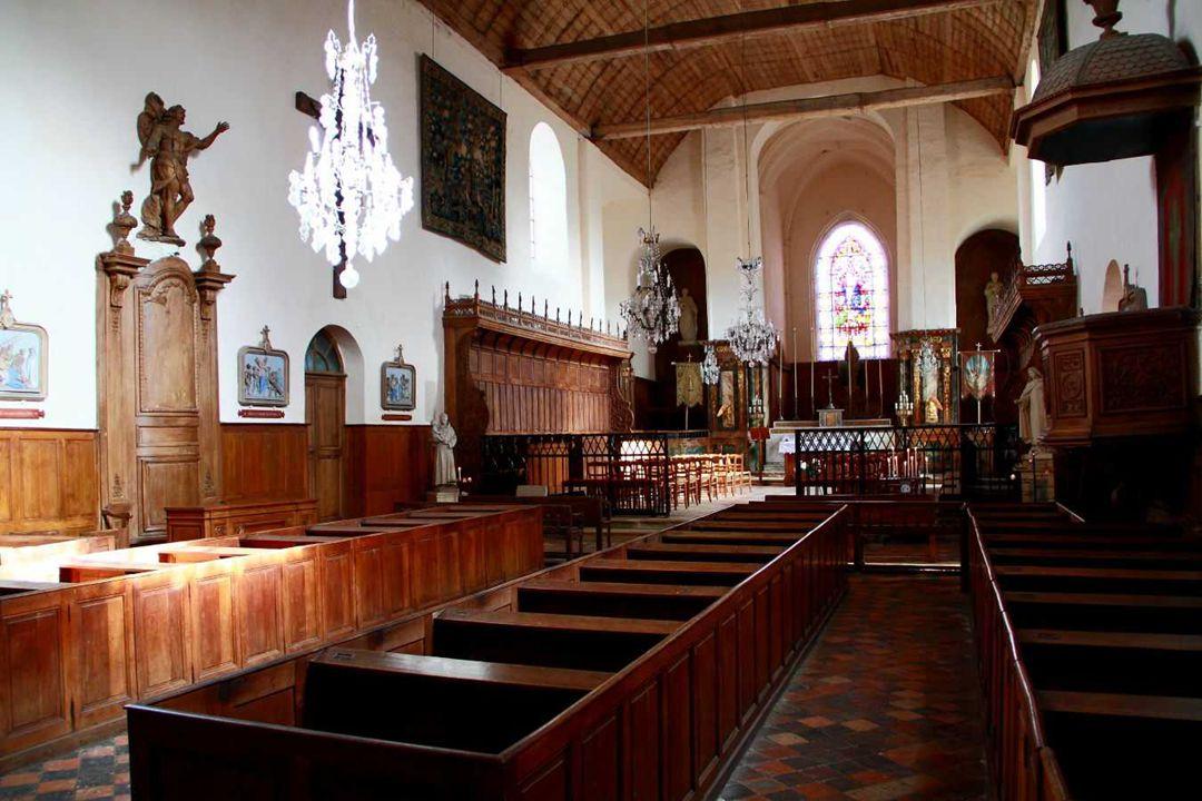 EGLISE SAINT PIERRE. La première église de Gerberoy fut construite vers le Xe siècle. Détruite par les anglais en 1419 pendant la guerre de Cent Ans,