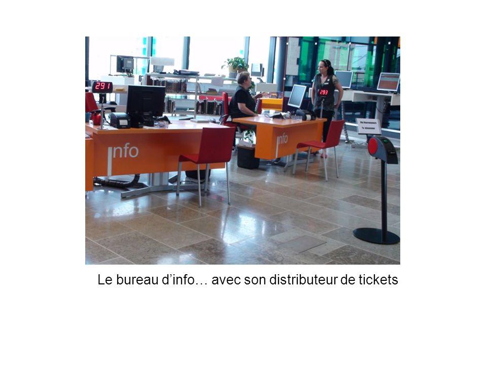Le bureau dinfo… avec son distributeur de tickets