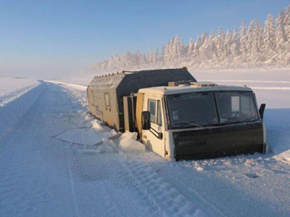 Comme vous pouvez lobserver sur limage suivante, en hiver la neige sur la route est si épaisse que beaucoup de camions se retrouvent sy retrouvent ent