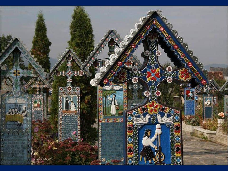 Il est célèbre par ses tombes avec des peintures colorées qui décrivent, d'une manière originale et poétique, les personnes qui sont enterrées là, ain