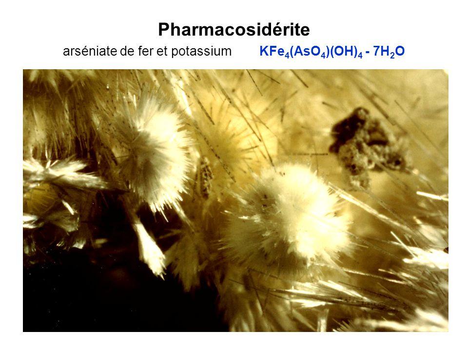 Pharmacosidérite arséniate de fer et potassium KFe 4 (AsO 4 )(OH) 4 - 7H 2 O