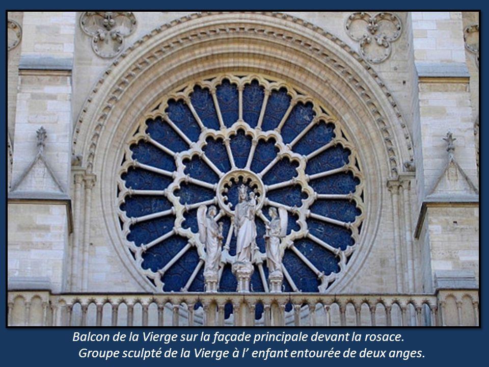 Clôture du Chœur. Mur sculpté séparant le déambulatoire et, lintérieur du chœur Scénettes représentant lenfance, lagonie et, la résurrection. (13 et 1