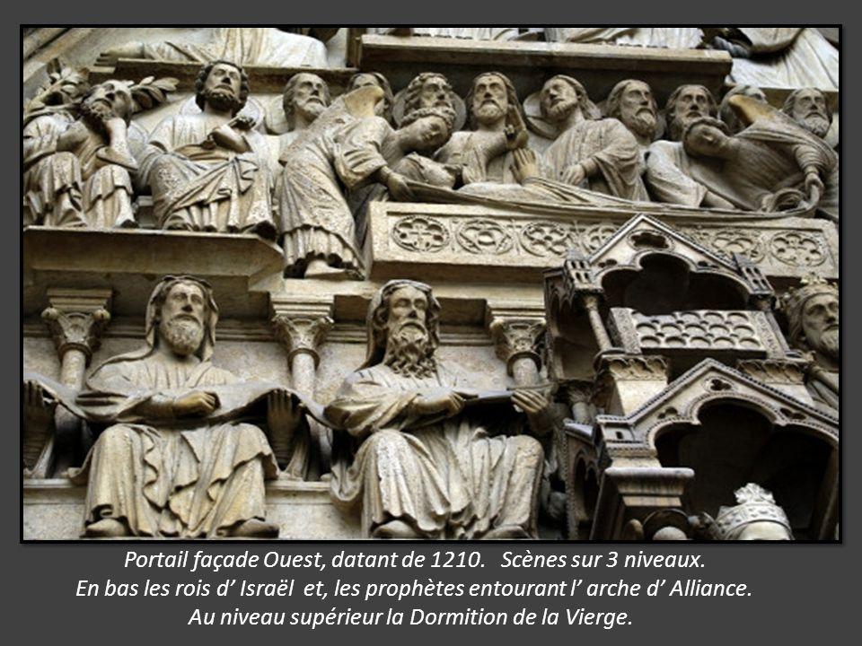 Rosace Nord. Une merveille architecturale du 13éme siècle, consacrée à la glorification de la Vierge. 13m de diamètre. Réalisée par Jean de Chelles