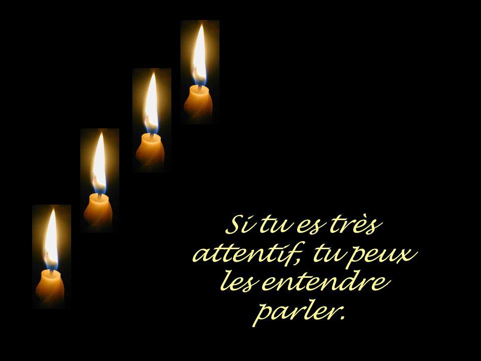 Quatre bougies se consumment tout doucement.