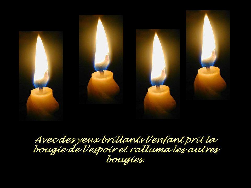 """La quatrième bougie lui répondit: """"n'aies pas peur, tant que je brûle, on pourra rallumer les autres bougies, Je suis l'espoir!"""