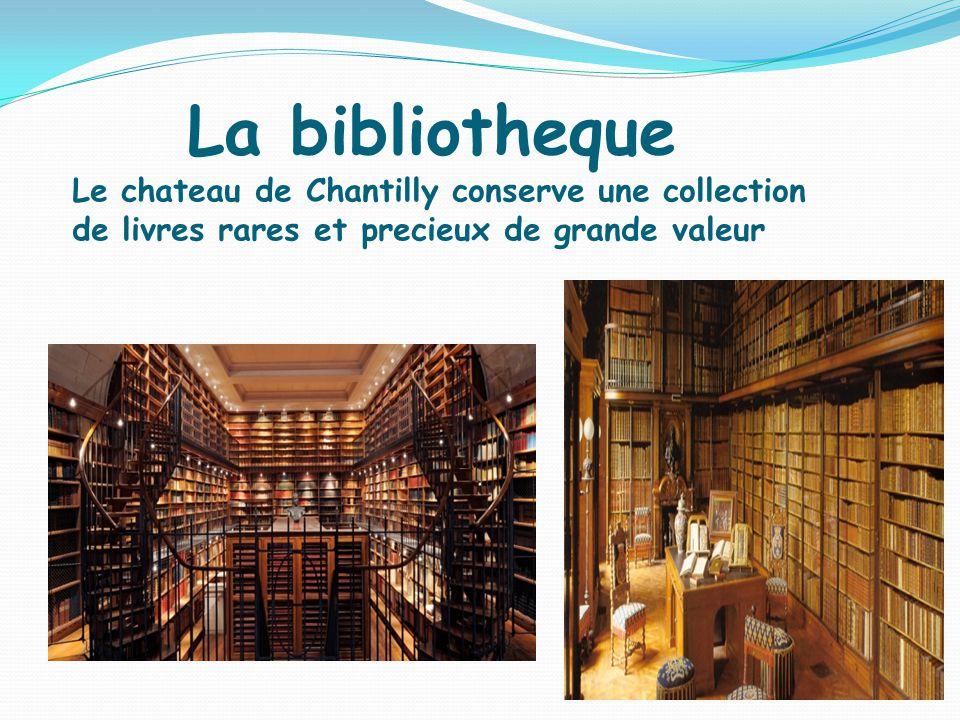 La bibliotheque Le chateau de Chantilly conserve une collection de livres rares et precieux de grande valeur