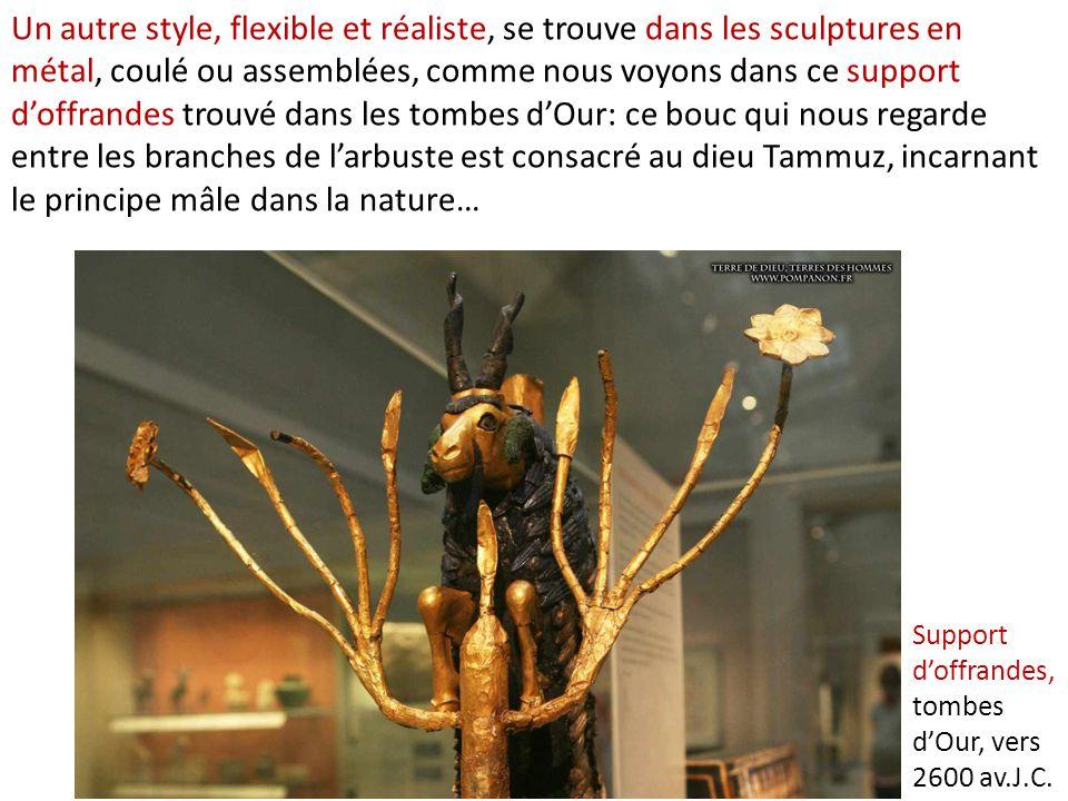 Un autre style, flexible et réaliste, se trouve dans les sculptures en métal, coulé ou assemblées, comme nous voyons dans ce support d'offrandes trouv