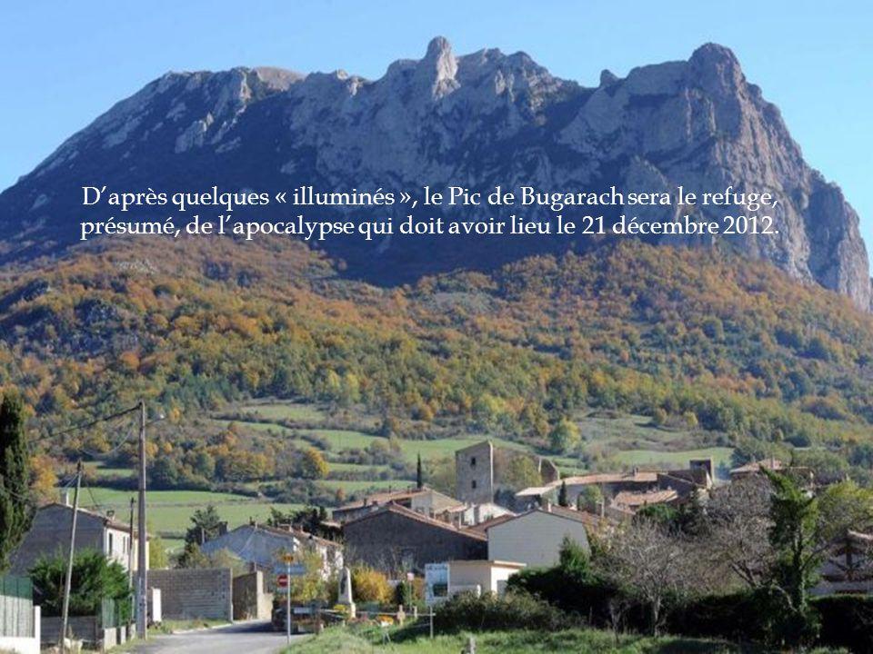 Bugarach est un paisible village de l'Aude, niché au pied de la montagne, d'à peine 200 habitants, non loin de Carcassonne. Il est connu mondialement!