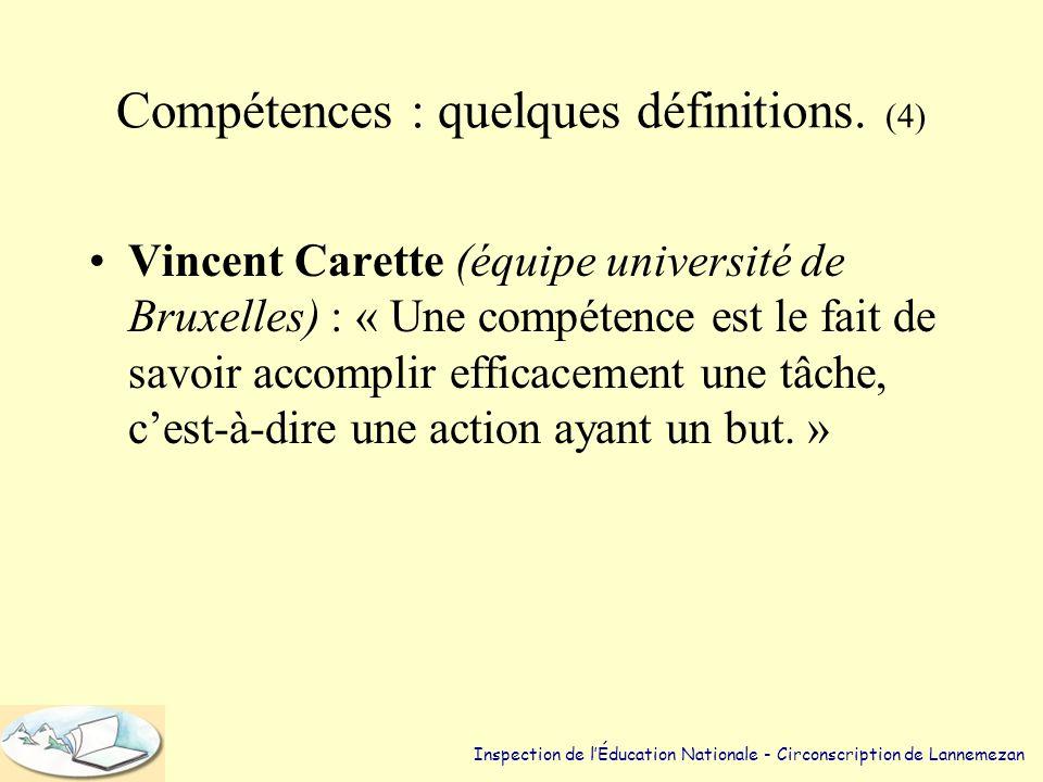 Compétences : quelques définitions. (3) •Haut Conseil de l'Education en France : « Combinaison de connaissances, de capacités à mettre en œuvre ces co