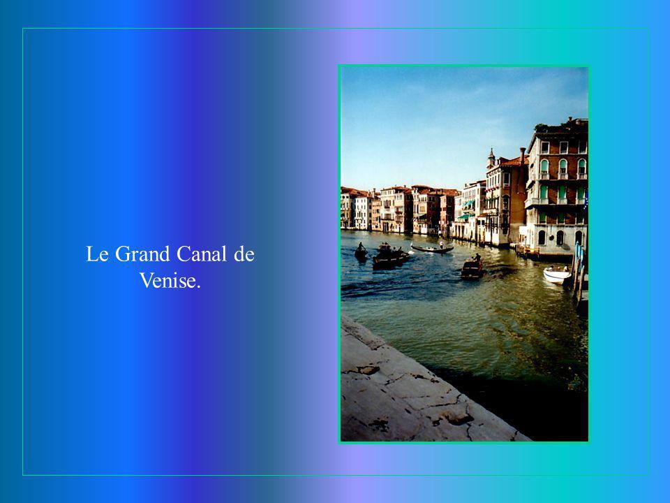L'homme au balcon à Venise