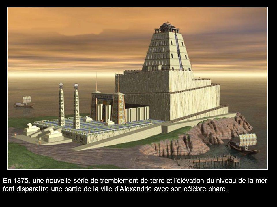 Selon les descriptions d'auteurs arabes comme Idrisi (1153), le phare comptait trois étages. Le premier était carré, le second octogonal et le troisiè