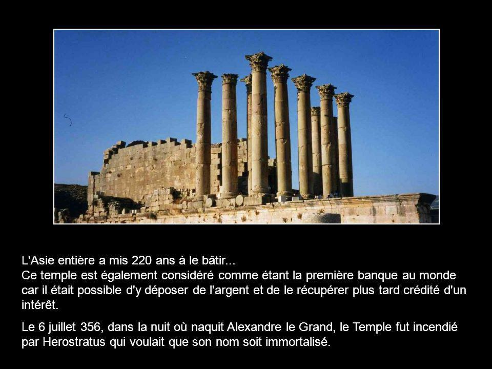 Il n'y eut pas, dans la Grèce antique, de monument plus grand : d'une longueur de 138 m et d'une largeur de 71,5 m, il était entouré de 127 colonnes e