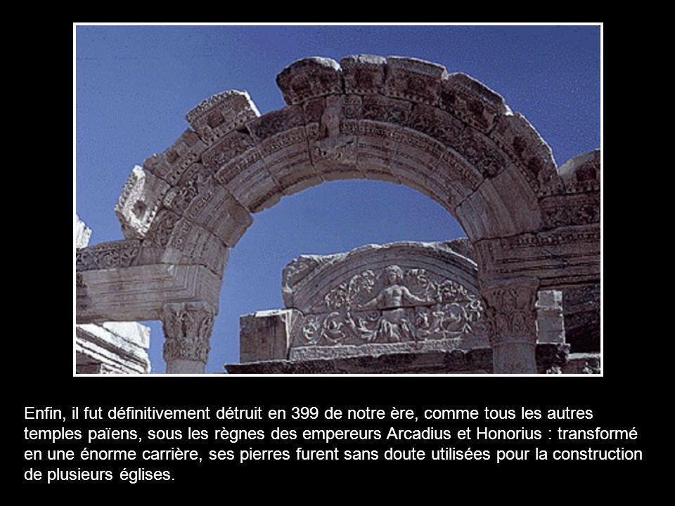 L'Asie entière a mis 220 ans à le bâtir... Ce temple est également considéré comme étant la première banque au monde car il était possible d'y déposer