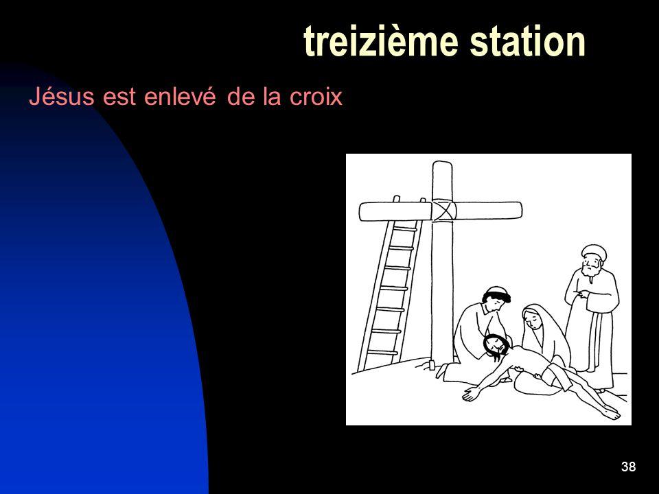 38 treizième station Jésus est enlevé de la croix