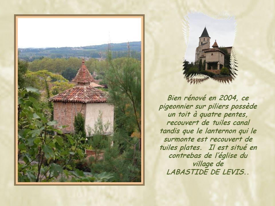 A MILHARS, ce pigeonnier est intégré à une maison d'habitation, elle- même partie de l'enceinte du château.